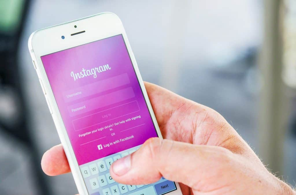 How To Attract A Girl Using Instagram:  3 Proven Hacks