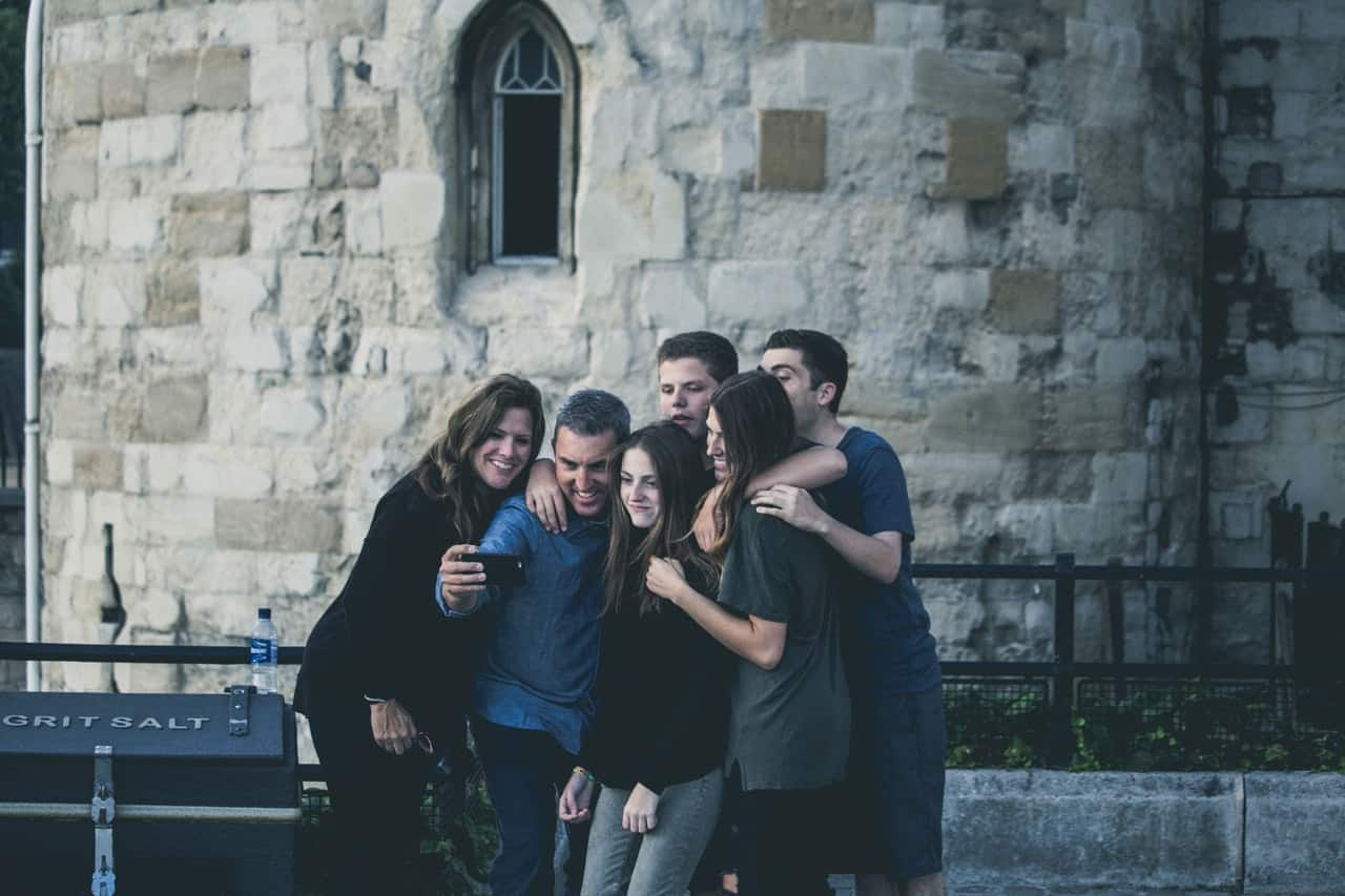 How To Be Social: 8 Tips For Attaining Many Friends